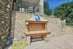 Территория. Греция, Агни Бэй : Роскошная вилла с бассейном, барбекю и видом на море, 3 спальни, 3 ванные комнаты, парковка, Wi-Fi