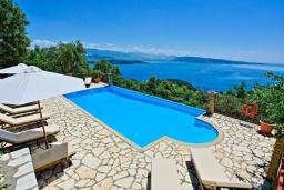 Бассейн. Греция, Айос Стефанос : Роскошная вилла с бассейном и видом на море, 5 спален, 3 ванные комнаты, барбекю, парковка, Wi-Fi