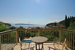 Балкон. Греция, Калами : Прекрасная вилла в 60 метрах от пляжа с бассейном и видом на море, 3 спальни, 4 ванные комнаты, парковка, Wi-Fi