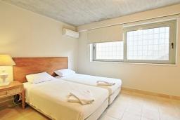 Спальня. Греция, Калами : Прекрасная вилла в 60 метрах от пляжа с бассейном и видом на море, 4 спальни, 4 ванные комнаты, парковка, Wi-Fi