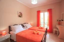 Спальня 2. Греция, Айос Спиридон : Прекрасная вилла с приватным двориком и барбекю, 3 спальни, 2 ванные комнаты, парковка, Wi-Fi