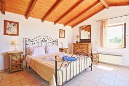 Спальня. Греция, Гайос : Прекрасная вилла с бассейном и двориком с барбекю, 4 спальни, 4 ванные комнаты, парковка, Wi-Fi