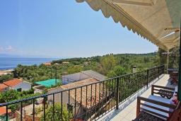 Вид на море. Греция, Гайос : Уютная вилла в 200 метрах от пляжа и видом на море, 3 спальни, 2 ванные комнаты, парковка, Wi-Fi