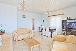Гостиная. Греция, Гайос : Уютная вилла в 200 метрах от пляжа и видом на море, 3 спальни, 2 ванные комнаты, парковка, Wi-Fi