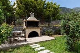 Территория. Греция, Бали : Прекрасная вилла с бассейном и зеленым двориком с барбекю, 2 спальни, 2 ванные комнаты, парковка, Wi-Fi