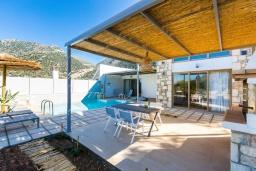 Территория. Греция, Бали : Современная вилла с бассейном и двориком с барбекю, 2 спальни, 2 ванные комнаты, парковка, Wi-Fi