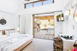 Спальня. Греция, Бали : Современная вилла с бассейном и двориком с барбекю, 2 спальни, 2 ванные комнаты, парковка, Wi-Fi