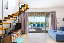 Гостиная. Греция, Бали : Роскошная вилла с бассейном и двориком с барбекю, 4 спальни, 3 ванные комнаты, парковка, Wi-Fi