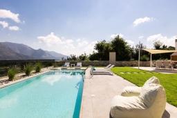 Бассейн. Греция, Бали : Роскошная вилла с бассейном, джакузи, двориком с газоном и барбекю, 2 спальни, парковка, Wi-Fi
