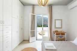 Спальня. Греция, Бали : Пляжный дом с барбекю и шикарным видом на море, 4 спальни, 2 ванные комнаты, Wi-Fi