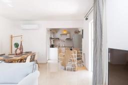 Кухня. Греция, Бали : Пляжный дом с барбекю и шикарным видом на море, 4 спальни, 2 ванные комнаты, Wi-Fi