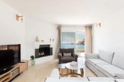 Гостиная. Греция, Бали : Пляжный дом с барбекю и шикарным видом на море, 4 спальни, 2 ванные комнаты, Wi-Fi