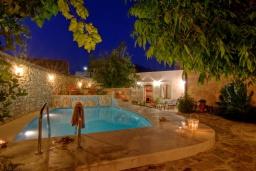 Бассейн. Греция, Бали : Уютный дом с бассейном и зеленым двориком с барбекю, 3 спальни, 3 ванные комнаты, парковка, Wi-Fi