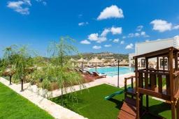 Территория. Греция, Панормо : Роскошная вилла с большим бассейном джакузи и зеленым двориком с барбекю, 9 спален, 9 ванных комнат, парковка, Wi-Fi