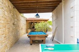 Территория. Греция, Панормо : Роскошная вилла с большим бассейном джакузи и зеленым двориком с барбекю, 8 спален, 8 ванных комнат, парковка, Wi-Fi