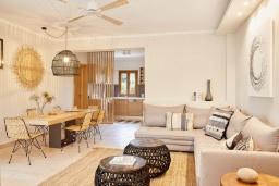 Гостиная. Греция, Керкира : Роскошная вилла с бассейном, джакузи и зеленым двориком с барбекю, 4 спальни, 4 ванные комнаты, парковка, Wi-Fi