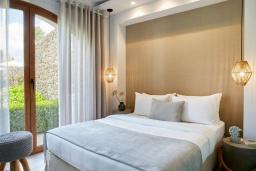 Спальня 2. Греция, Керкира : Роскошная вилла с бассейном, джакузи и зеленым двориком с барбекю, 3 спальни, 3 ванные комнаты, парковка, Wi-Fi