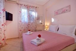 Спальня 2. Греция, Палеокастрица : Уютная вилла с зеленым двориком, 3 спальни, 3 ванные комнаты, парковка, Wi-Fi