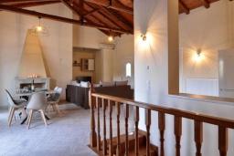 Гостиная. Греция, Палеокастрица : Уютная вилла с зеленым двориком, 3 спальни, 3 ванные комнаты, парковка, Wi-Fi