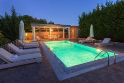 Бассейн. Греция, Айос Прокопиос : Роскошная вилла с бассейном и зеленым двориком с барбекю, 5 спален, 4 ванные комнаты, парковка, Wi-Fi