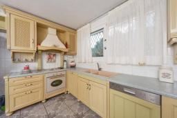 Кухня. Греция, Айос Прокопиос : Роскошная вилла с бассейном и зеленым двориком с барбекю, 5 спален, 4 ванные комнаты, парковка, Wi-Fi