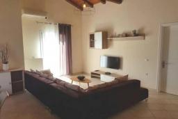 Гостиная. Греция, Палеокастрица : Уютная вилла с бассейном и зеленым двориком, 3 спальни, 3 ванные комнаты, парковка, Wi-Fi