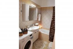 Ванная комната 2. Греция, Палеокастрица : Уютная вилла с бассейном и зеленым двориком, 3 спальни, 3 ванные комнаты, парковка, Wi-Fi