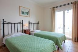 Спальня 2. Греция, Калами : Прекрасная вилла с бассейном и шикарным видом на море, 3 спальни, 4 ванные комнаты, барбекю, парковка, Wi-Fi