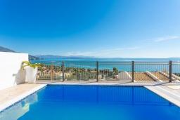 Бассейн. Греция, Барбати : Современная вилла с бассейном и шикарным видом на море, 2 спальни, 2 ванные комнаты, барбекю, парковка, Wi-Fi