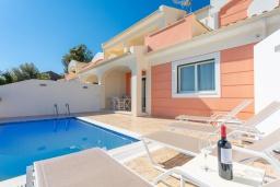 Фасад дома. Греция, Барбати : Современная вилла с бассейном и шикарным видом на море, 2 спальни, 2 ванные комнаты, барбекю, парковка, Wi-Fi