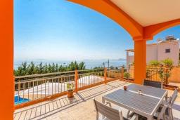 Обеденная зона. Греция, Барбати : Современная вилла с бассейном и шикарным видом на море, 2 спальни, 2 ванные комнаты, барбекю, парковка, Wi-Fi