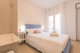 Спальня. Греция, Барбати : Современная вилла с бассейном и шикарным видом на море, 2 спальни, 2 ванные комнаты, барбекю, парковка, Wi-Fi