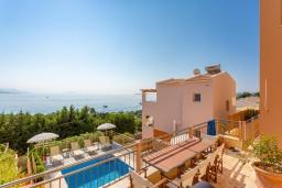 Вид на море. Греция, Барбати : Современная вилла с бассейном и шикарным видом на море, 3 спальни, 3 ванные комнаты, барбекю, парковка, Wi-Fi