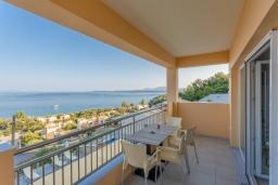 Балкон. Греция, Барбати : Современная вилла с бассейном и шикарным видом на море, 3 спальни, 3 ванные комнаты, барбекю, парковка, Wi-Fi