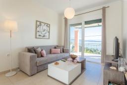 Гостиная. Греция, Барбати : Современная вилла с бассейном и шикарным видом на море, гостиная, отдельная спальня, барбекю, парковка, Wi-Fi