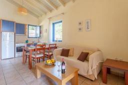 Гостиная. Греция, Барбати : Прекрасная вилла в 100 метрах от пляжа с бассейном и видом на море, 2 спальни, 2 ванные комнаты, барбекю, парковка, Wi-Fi