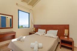 Спальня. Греция, Барбати : Прекрасная вилла в 100 метрах от пляжа с бассейном и видом на море, 2 спальни, 2 ванные комнаты, барбекю, парковка, Wi-Fi