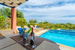 Бассейн. Греция, Барбати : Прекрасная вилла в 100 метрах от пляжа с бассейном и видом на море, 2 спальни, 2 ванные комнаты, барбекю, парковка, Wi-Fi