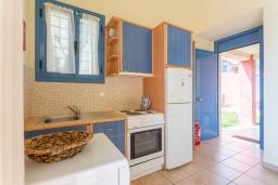Кухня. Греция, Барбати : Прекрасная вилла в 100 метрах от пляжа с бассейном и видом на море, 2 спальни, 2 ванные комнаты, барбекю, парковка, Wi-Fi