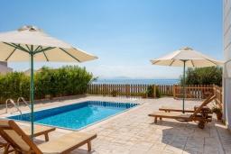 Бассейн. Греция, Барбати : Прекрасная вила с бассейном и видом на море, 3 спальни, 3 ванные комнаты, барбекю, парковка, Wi-Fi