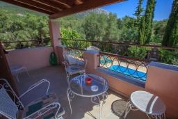 Балкон. Греция, Барбати : Прекрасная вилла в 90 метрах от моря с бассейном и зеленым двориком с барбекю, 3 спальни, 2 ванные комнаты, парковка, Wi-Fi