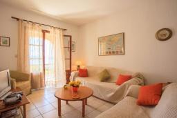 Спальня. Греция, Барбати : Прекрасная вилла в 90 метрах от моря с бассейном и зеленым двориком с барбекю, 3 спальни, 4 ванные комнаты, парковка, Wi-Fi