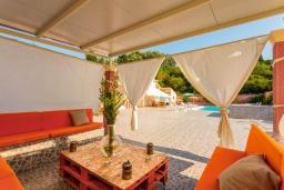 Патио. Греция, Лефкими : Прекрасная вилла с бассейном и двориком с барбекю, 2 спальни, 2 ванные комнаты, парковка, Wi-Fi