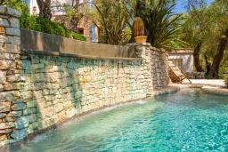 Бассейн. Греция, Агни Бэй : Роскошная вилла с двумя бассейнами, зеленым садом и видом на море, 2 гостиные, 6 спален, 5 ванных комнат, барбекю, парковка, Wi-Fi