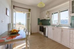 Кухня. Греция, Гимари : Уютный дом с видом на море, 2 спальни, парковка, Wi-Fi
