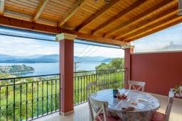 Балкон. Греция, Гимари : Прекрасная вилла с бассейном, двориком с барбекю и видом на море, 4 спальни, 2 ванные комнаты, парковка, Wi-Fi