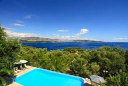 Бассейн. Греция, Айос Стефанос : Прекрасная вилла с бассейном, двориком с барбекю и видом на море, 4 гостиные, 10 спален, 6 ванных комнат, парковка, Wi-Fi