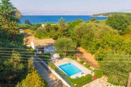 Фасад дома. Греция, Кассиопи : Уютная вилла в 160 метрах от пляжа с бассейном, 2 спальни, парковка, Wi-Fi