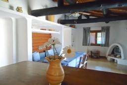 Гостиная. Греция, Кассиопи : Уютная вилла в 160 метрах от пляжа с бассейном, 2 спальни, парковка, Wi-Fi