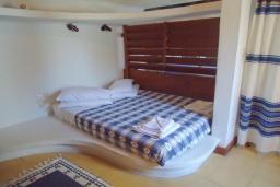 Спальня. Греция, Кассиопи : Уютная вилла в 160 метрах от пляжа с бассейном, 2 спальни, парковка, Wi-Fi